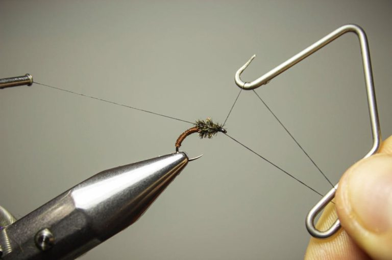 tie a brassie fly step 6 finish the fly