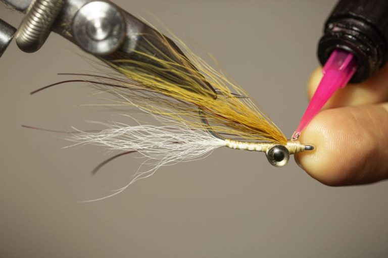 Clouser Minnow Fly tying tutorial Step 12 finish the fly