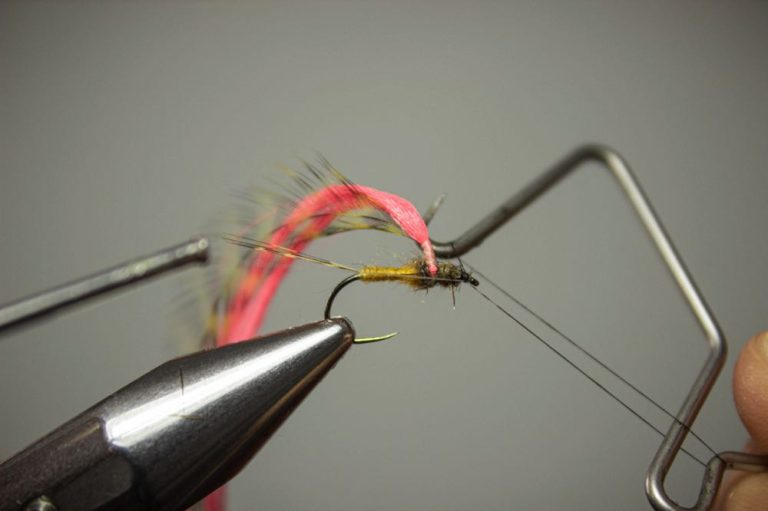 first whip finish creating a parachute adams fly