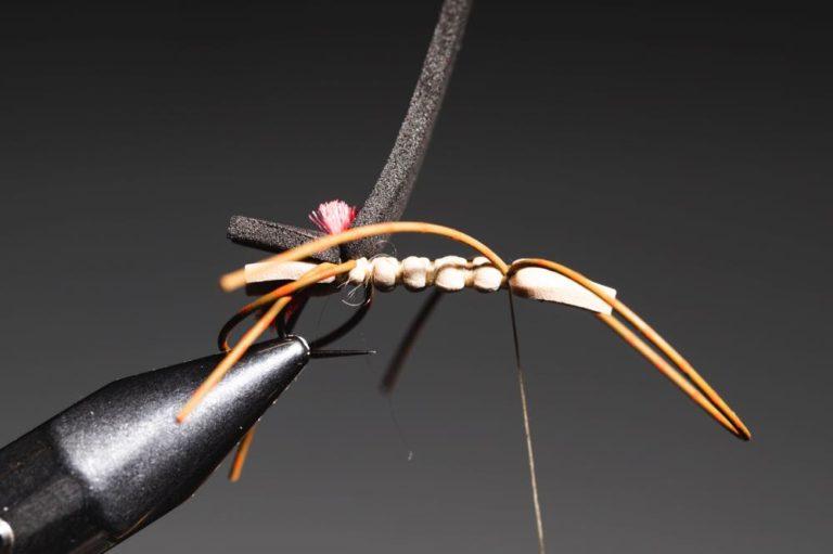 tying chernobyl ant - step14