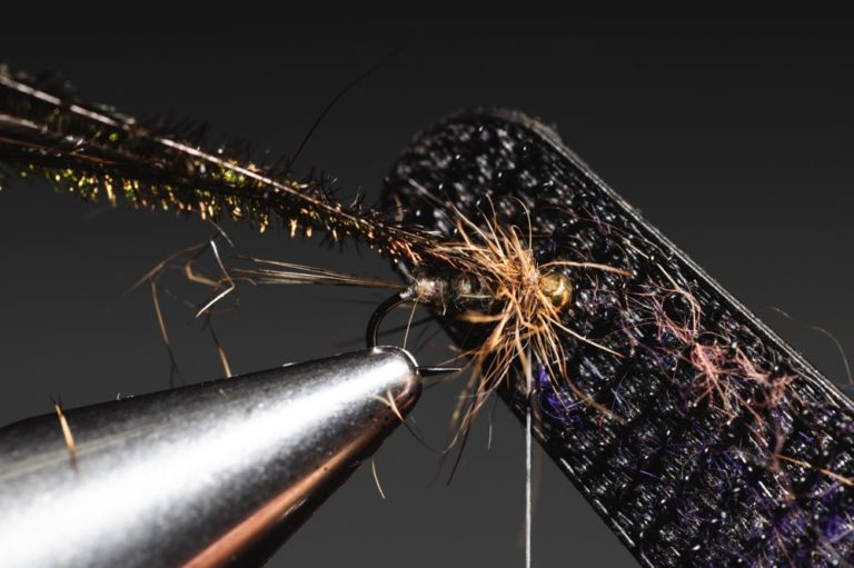 Gold Ribbed Hare_s Ear step-16tying a