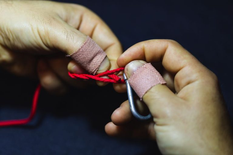 clinch knot tutorial step 4