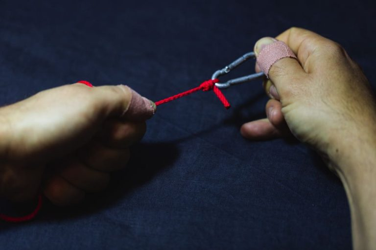 knot tying tutorial clinch knot step 8