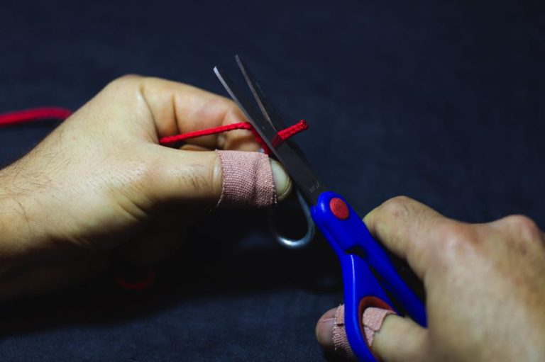 easy way to tie a clinch knot step 9