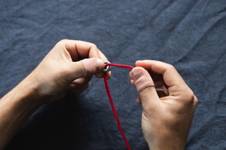 davy knot tutorial step 2
