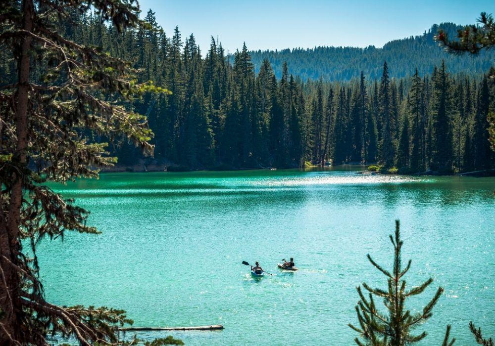 A beautiful lake somewhere in Bend, Oregon.