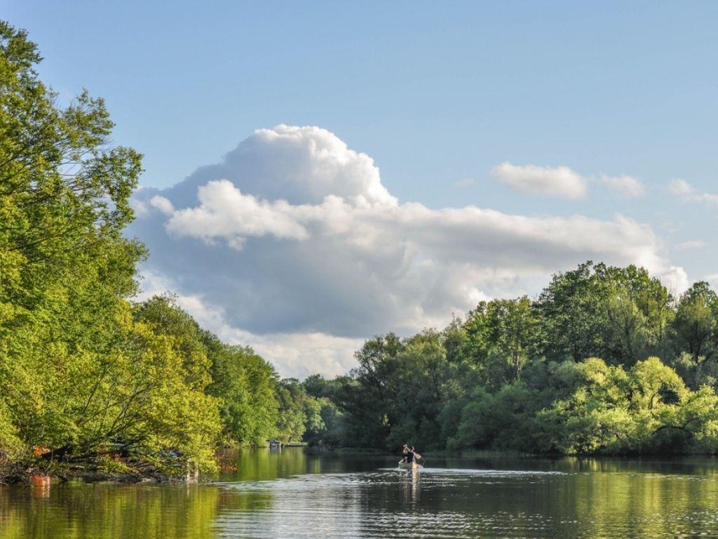 Canoeing on Lake Wallenpaupack in Pennsylvania