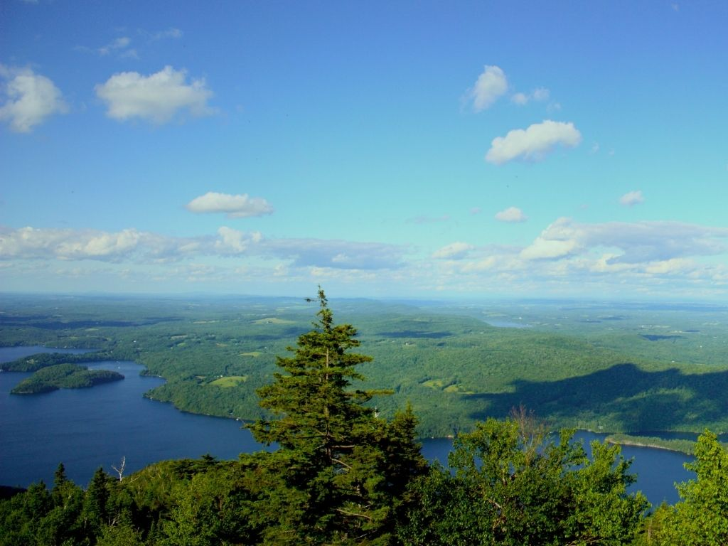 the stunning beauty of Lake Memphremagog in Vermont